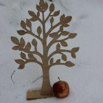 Holzbaum im Schnee